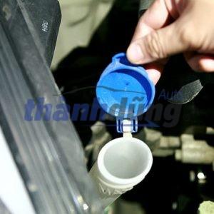 Hướng dẫn cách đổ nước rửa kính cho ô tô
